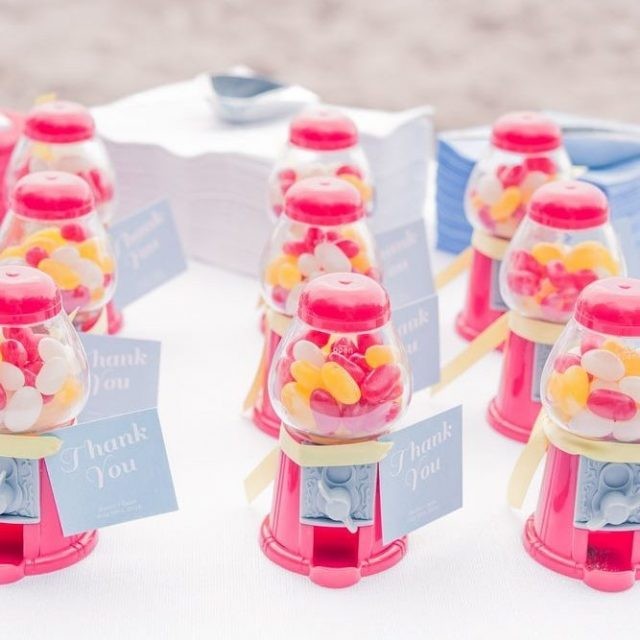 FAVORS  Mini gumball candy machines ftw favors favorideas fromhellip