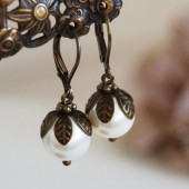 Special Price. Set of Five (5) Swarovski Cream Ivory Pearls Earrings. Wedding Bridal Bridesmaid Earrings