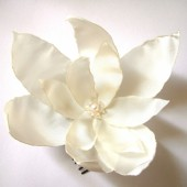 cream white lilium blossom wedding flower comb