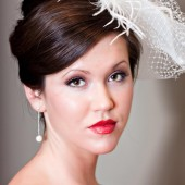 Justine vintage looking bubble veil, headpiece with vintage brooch, feathers and beading