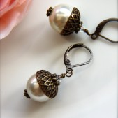 An Acorn Woodland Vintage Style Swarovski Crystal Glass Pearls Earrings