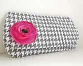 Clutch Gray and White Houndstooth