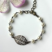 A Small Mini Leaf Bracelet. An Antiqued Brass Leaf, Ivory Cream Pearls Bracelet. Wedding Jewelry.