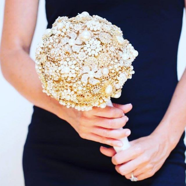 GIVEAWAY!! Glam up your wedding with brooches! This bouquet featureshellip