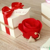 Flower in gift box with customizable tag