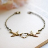 Love Bird Bracelet. Antiqued Brass Swallow Bird and Heart Bracelet. Bridal Bracelet. Sister Mother Daughter Bracelet Friendship Bracelet