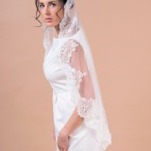 Mantilla II veil - one layer veil with a wide scallop shaped guipure lace