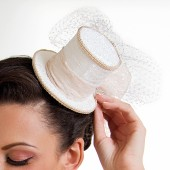 Bonnie - Adroable Kentucky Derby style wedding top hat with veil - tulle