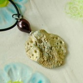 Gold seashell pendant, with pearl