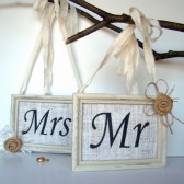 Mr and Mrs Chair Decor, Signs