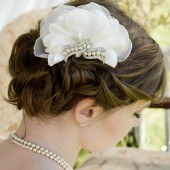 Light Ivory Ruffle Comb