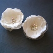 Petite Flowers off white Roses Bridal Hair clips Handmade Wedding Accessories