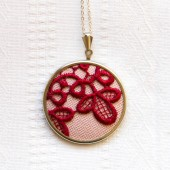 Necklace with marsala lace