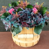 blue hyndrangea with roses centerpiece