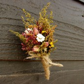country wedding boutonniere with sweet annie and rosebuds