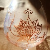 Custom wine glass set in Henna style and lotus designs.Wedding glassware.Hand painted, crystal glass, dishwasher safe option to personalize, bridesmaid gift