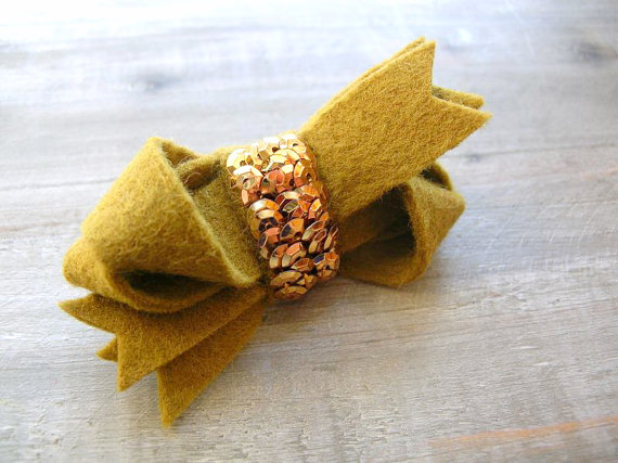 gold sequin bow clip
