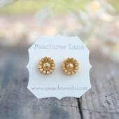 Metallic Gold Daisy Flower Earrings