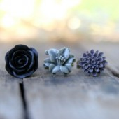 Grey Lily Ring << Black Rose Ring << Plum Mum Ring