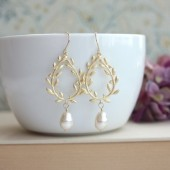 Laurel Wreath Gold, Ivory Pearl Earrings