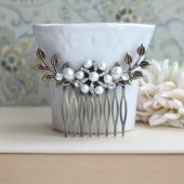 Wedding Hair Comb. Ivory Pearl, Shabby Chic, Vintage Inspired, Pearl Hair Comb. Bridal Pearl Wedding Clip
