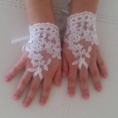 Lace glove for Flower girl ivory