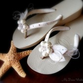 Ivory wedges HAVAIANAS flip flops -Sand Light golden sole -Ivory Decorated Bridal peacock heel Flip flops. Must Have Havaianas Coll