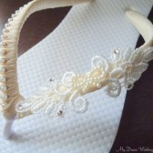 Ivory Flip Flops. Bow-Lace pearls and Swarovski crystals bridal flip flops. Lace Collection-02