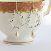 Silver Wreath Pearl Earrings