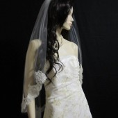 40 inches single tier finger tip/waist length with 4 inch Alencon lace wedding veil, bridal veil- in white, light ivory, and ivory