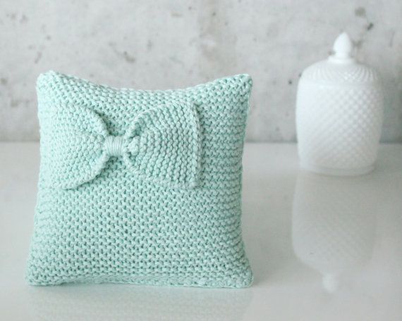 mint ring pillow