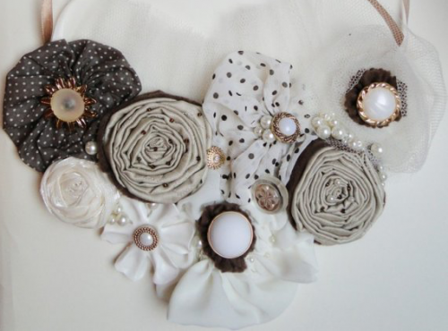 statement necklace rosettes