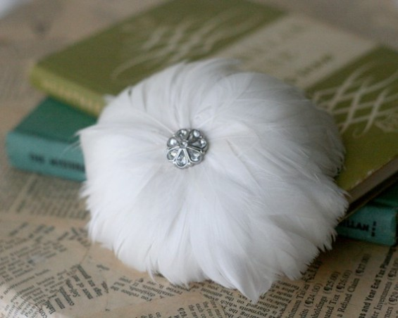 bridal hair pin with feathers