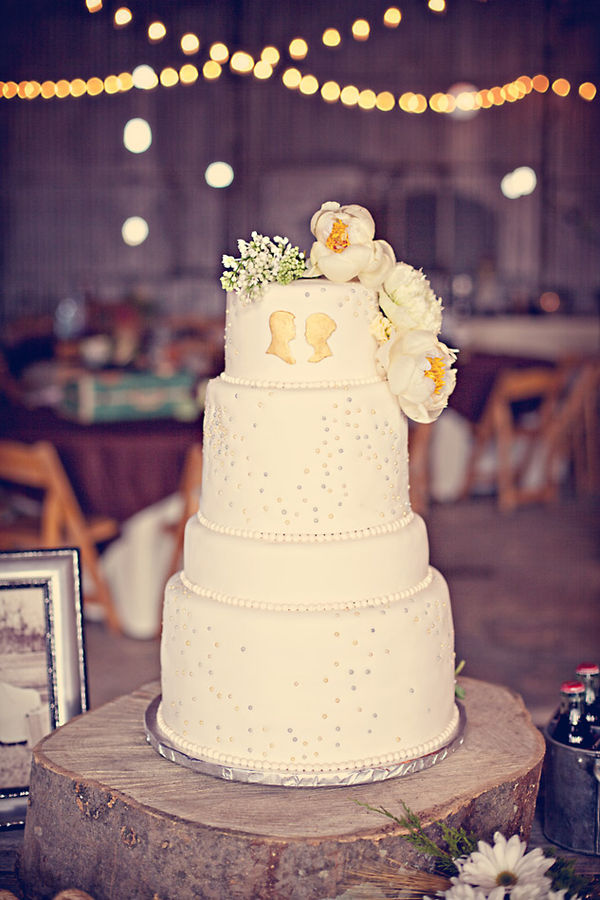 rustic wedding cake 3 spotted via style me pretty photographed by three