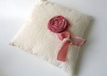linen-ring-pillow-3