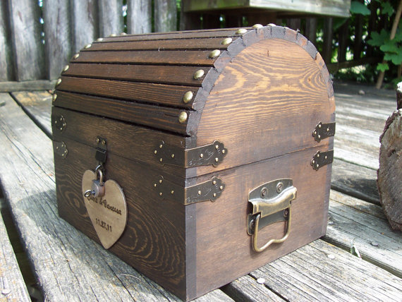 This wood chest card box features decorative hardware and a padlock for