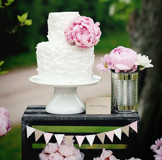 how to decorate a simple wedding cake