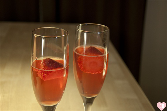 5 signature cocktails for weddings - strawberry champagne