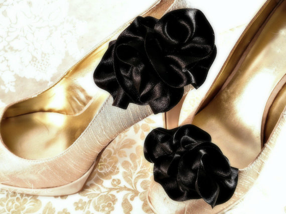 ruffle shoe clips in black