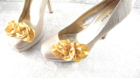 ruffle shoe clips in gold