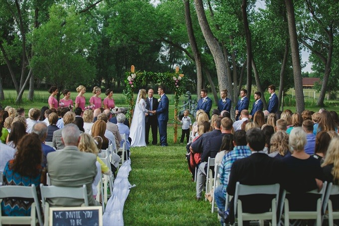 wedding ceremony order of events | http://emmalinebride.com/ceremony/order-events/ | photo: shutterfreek