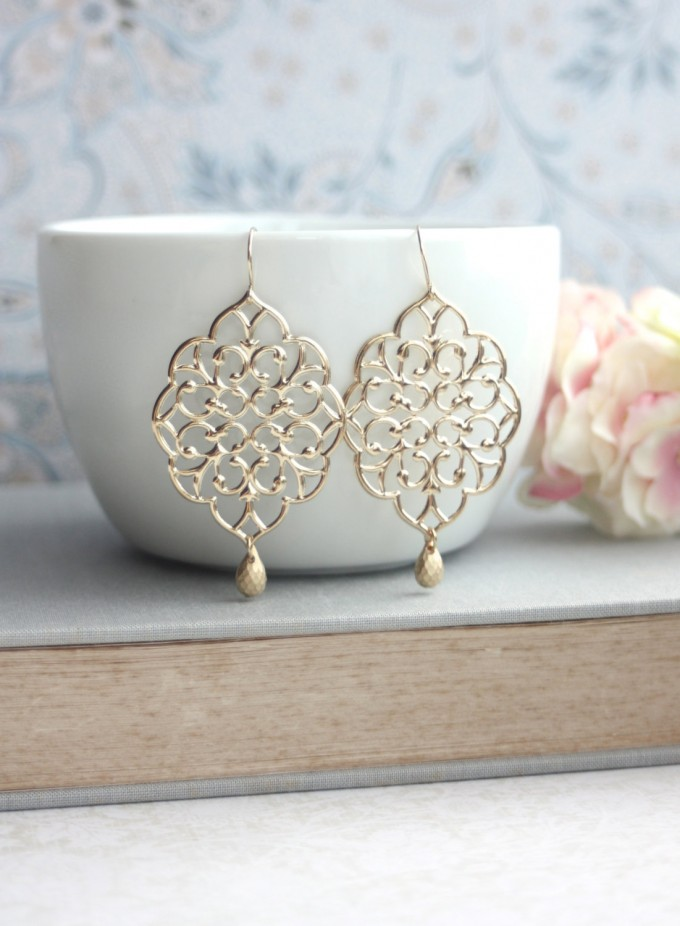 Moroccan gold earrings by Marolsha | http://emmalinebride.com/2016-giveaway/moroccan-gold-earrings/