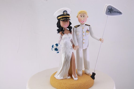 marine groom with bride cake topper | figurine cake toppers that look like you | by artifice producciones | https://emmalinebride.com/reception/figurine-cake-toppers/
