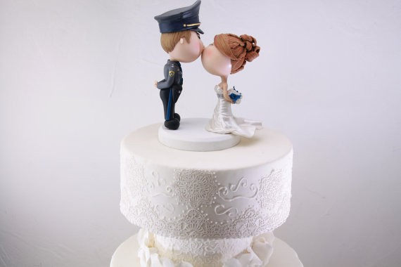 police officer figurine cake topper for weddings | figurine cake toppers that look like you | by artifice producciones | https://emmalinebride.com/reception/figurine-cake-toppers/
