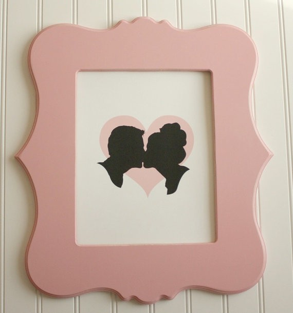 silhouettes kissing art print | silhouettes weddings | http://emmalinebride.com/decor/silhouettes-weddings/