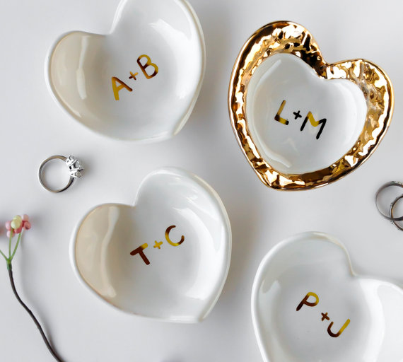 white and gold monogrammed ring dish by modernmud | 75 Best Valentine's Gifts They'll Actually Want | http://emmalinebride.com/gifts/unique-valentines-day-gifts/