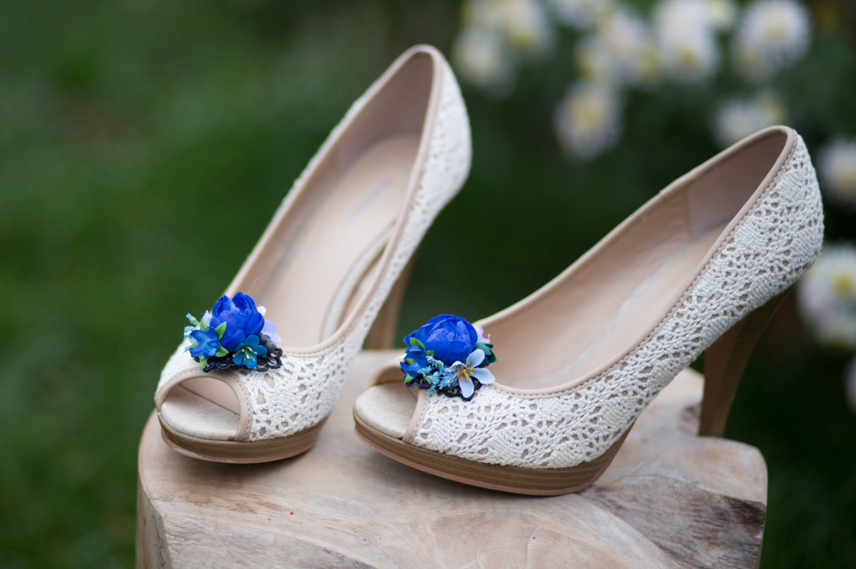 blue flower shoe clips