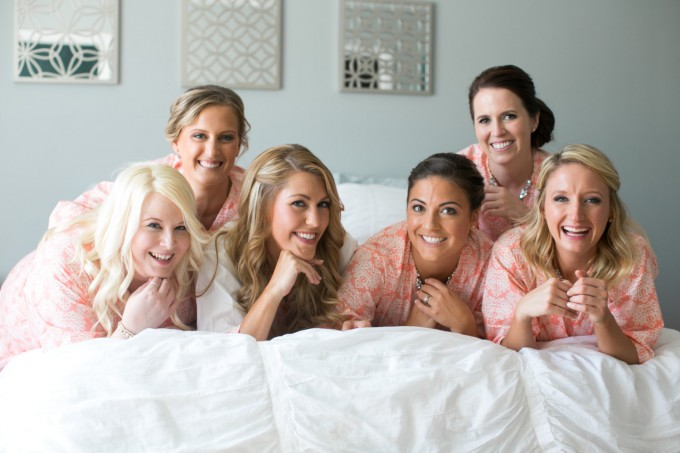 bridesmaid robe for getting ready | by modern kimono | photo: carly fuller | http://emmalinebride.com/2016-giveaway/robe-for-getting-ready/