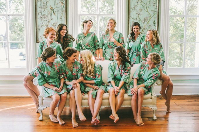 bridesmaid robe for getting ready | by modern kimono | photo: autumn harrison | http://emmalinebride.com/2016-giveaway/robe-for-getting-ready/