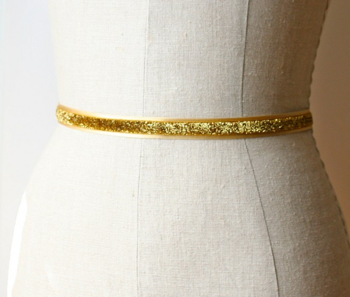 Glittery gold dress sash | by Laura Stark | sashes dress | https://emmalinebride.com/bride/bridal-sashes-dress